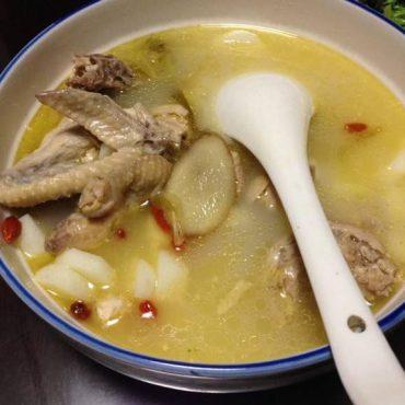 """鸡汤太油腻?奶奶说加点""""它"""",鸡汤浓郁好喝,完全不油腻,美味"""