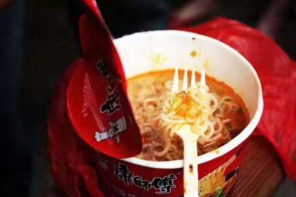 """方便面居然是垃圾食品的""""背锅侠""""?和这3位比,我信了!"""