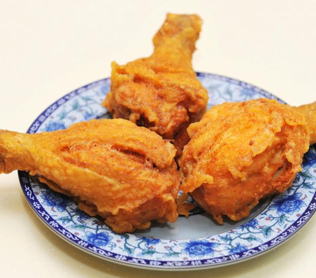 炸鸡腿时,裹淀粉还是面粉?麦当劳后厨:只需放入它,皮脆肉嫩!