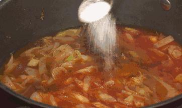 做菜时什么时候放盐最好?教你一招,厨艺大增