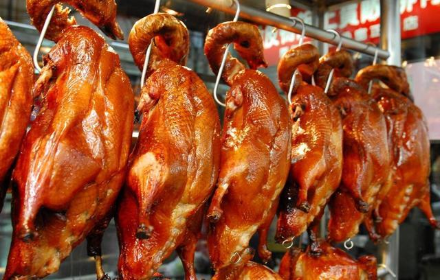 活鸭要100多块钱一只,街边烤鸭卖23元一只不会亏吗?