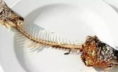 鱼刺卡喉咙,别再傻傻的喝醋,教你这样做,鱼刺自己跑出来