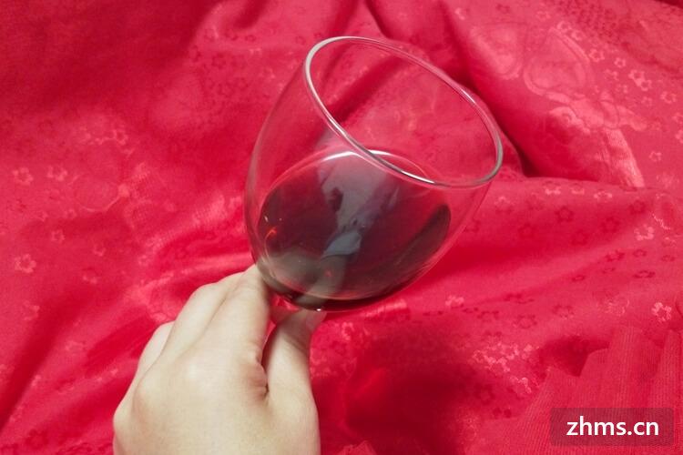 如何倒红酒